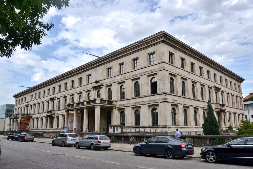 Münih'teki Führerbau'nun cephesi kemerleri